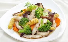 Dễ làm dễ ăn với mực một nắng xào rau củ
